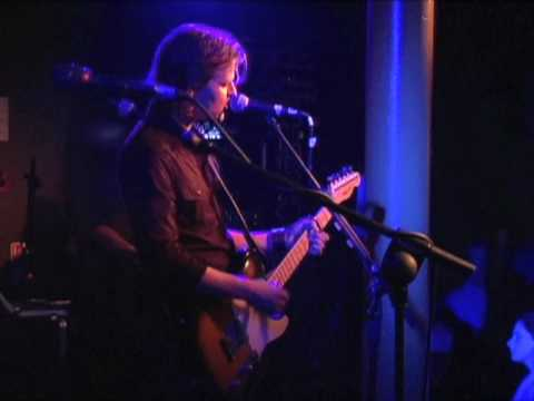 Tom McRae - Boy With The Bubblegun -live Belfast 2005