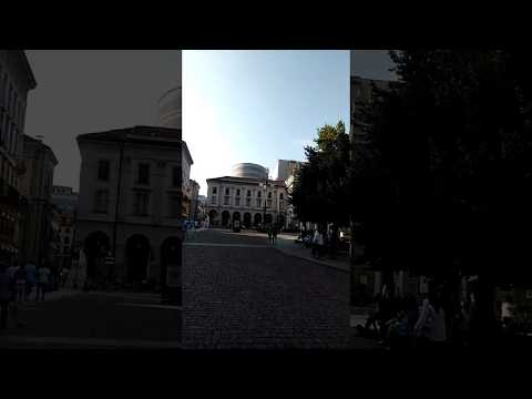 Caminando vi esta maravilla ! La Scala de Milan