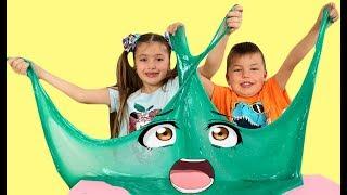 Richard and Dominika play with Giant slime