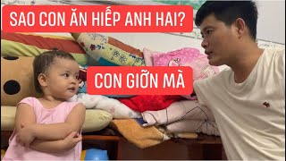 Con gái rượu Khương Dừa ở nhà giành đồ chơi của anh bao bị cha hỏi tội thì lý sự tùm lum!!!