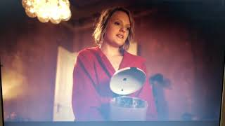 This is how you dispose a used condom, blob Stretching rubber Elisabeth Moss Sweden The Square