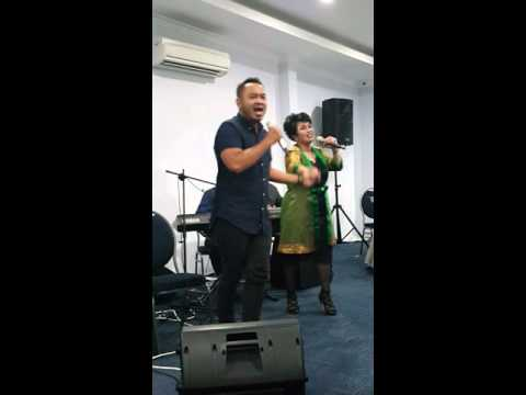 Joy Tobing & lucky octavian - The Prayer (LIVE)