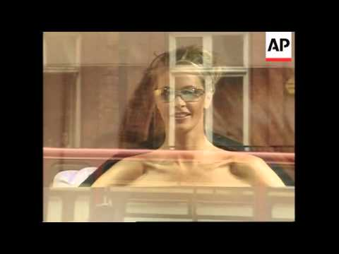 Supermodel Elle Macpherson Gets Naked In London Department Store