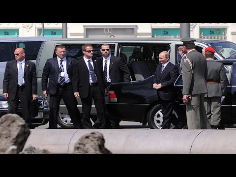 Putin Secret Service In Action   Protecting The Most Powerful Man In The World