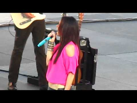 Sara Evans- I Could Not Ask For More LIVE at SeaWorld