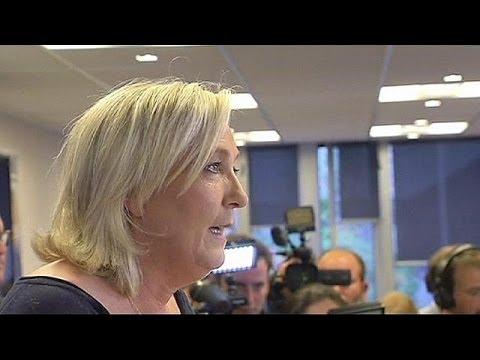 Marine Le Pen criticises own father over anti-Semitic jibe