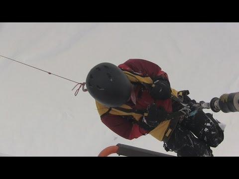 スキー場で不明の3人救助 雪に穴を堀り2日間耐える