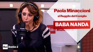 Paola Minaccioni è Baba Nanda, la guru del Ruggito del Coniglio