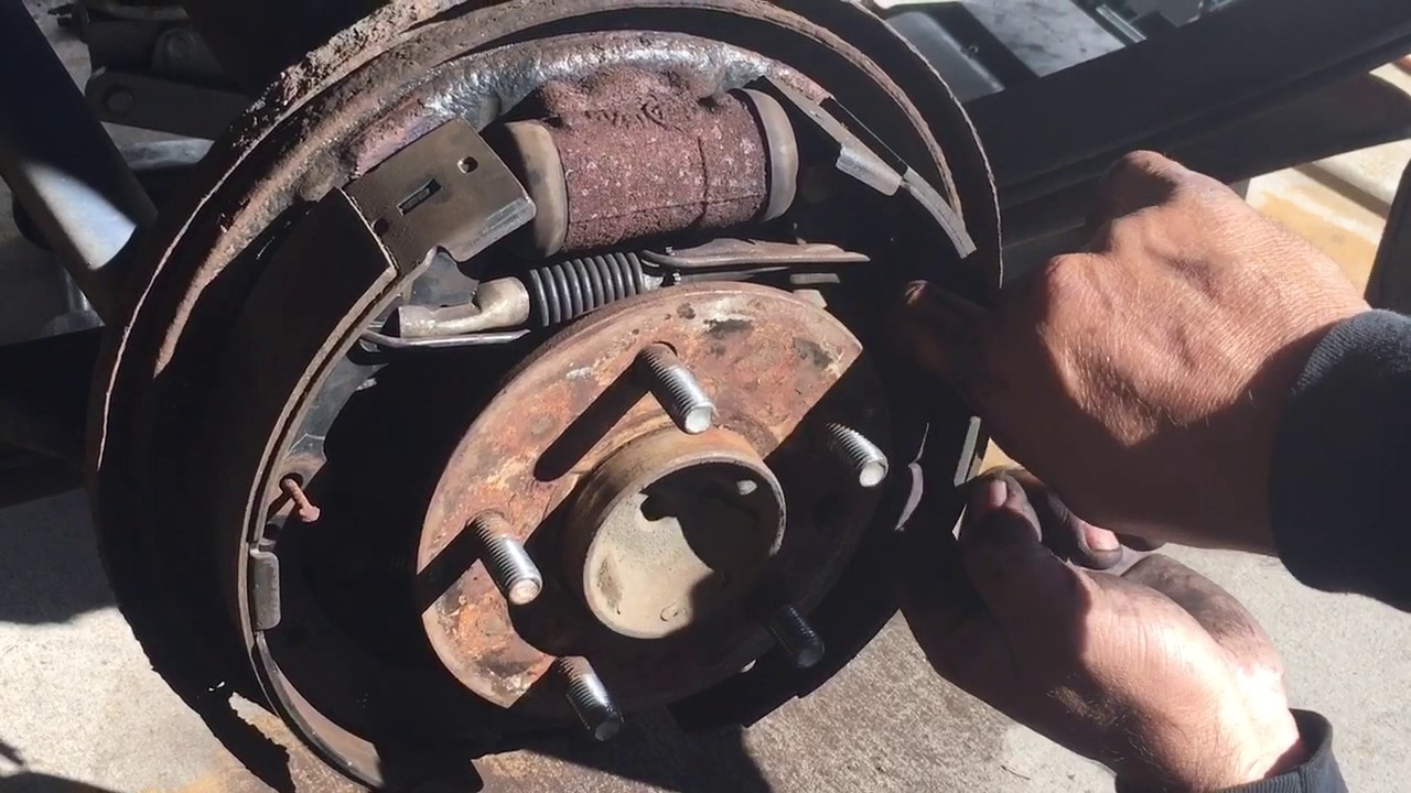 1989 TOYOTA Pickup Removing rear Brakes - YouTube