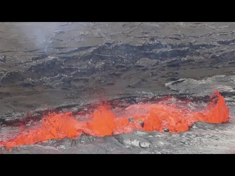 Hawaii volcano eruption forces 1,700 from homes