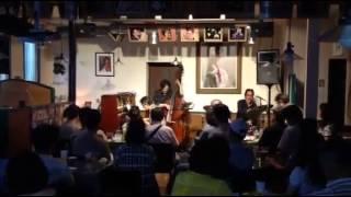 説明群馬県前橋市西片貝町にオープンしたジャズライブ喫茶JAZZ RUGにて...