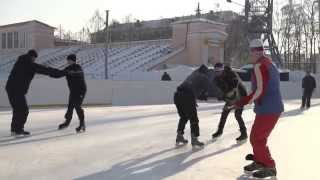 Бег спиной вперед без отрыва коньков ото льда. Пособие по хоккею с мячом ИФКСиЗ САФУ