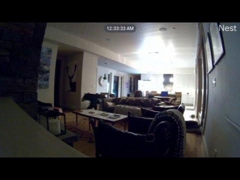 شاهد: دب جائع يتسلل إلى منزل في كاليفورنيا ويفتح الثلاجة بحثا عن وجبة …  - نشر قبل 2 ساعة