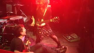 Napalmpom guitar battle - newb slays veteran