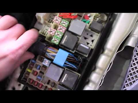 Как снять  аккумулятор на форд фокус 3