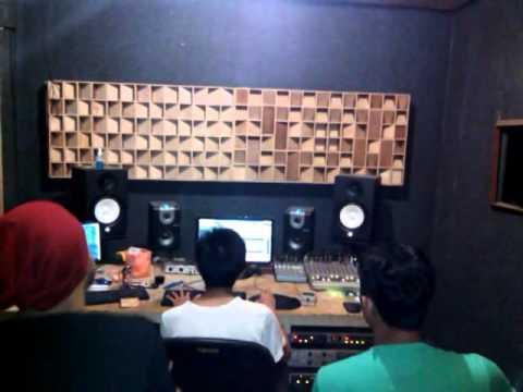 Sapi punkgank rica-rica E.P2014 on the studio