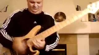 Crazy slap bass solo - Darrell Craig Harris from Cirque du Soleil