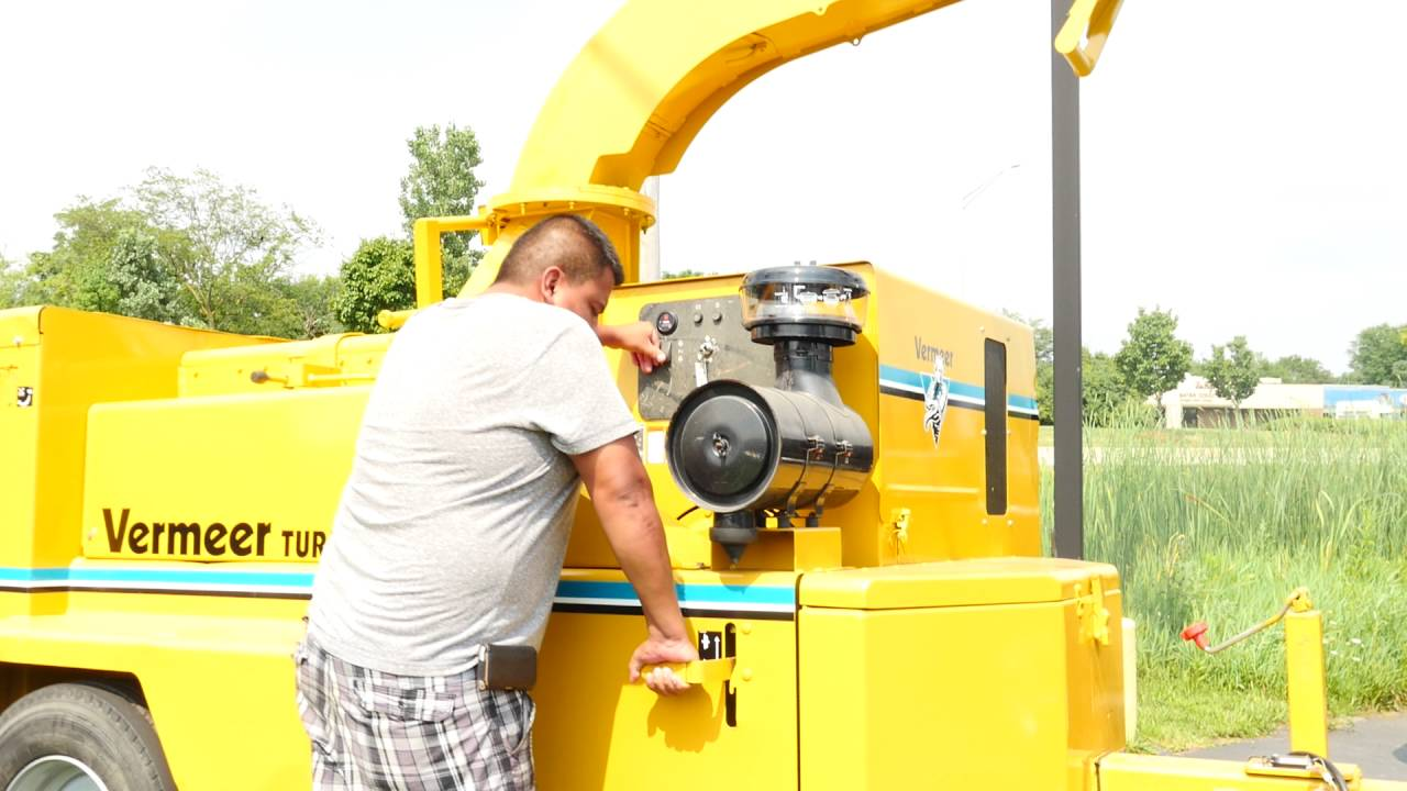 2004 Vermeer BC 1800XL Feed Drum Chipper FOR SALE