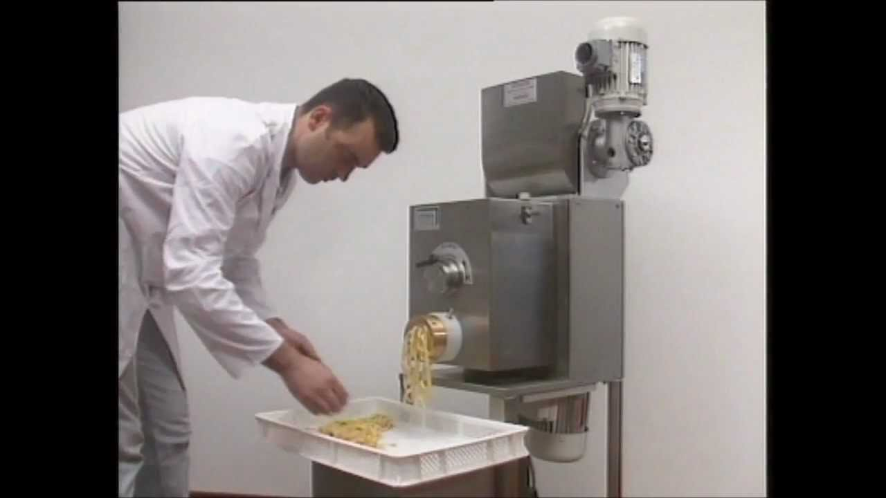 how to use a pasta extruder