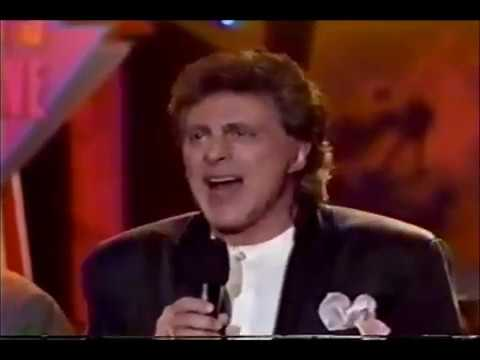 FRANKIE VALLI  - GREASE - OH, WHAT A NIGHT - SWEARIN TO GOD   (NEW YEARS EVE CONCERT)