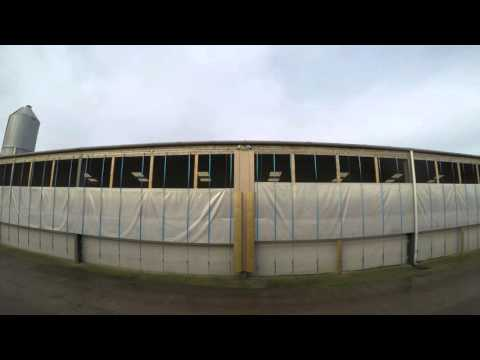 Automatic livestock curtain ventilation