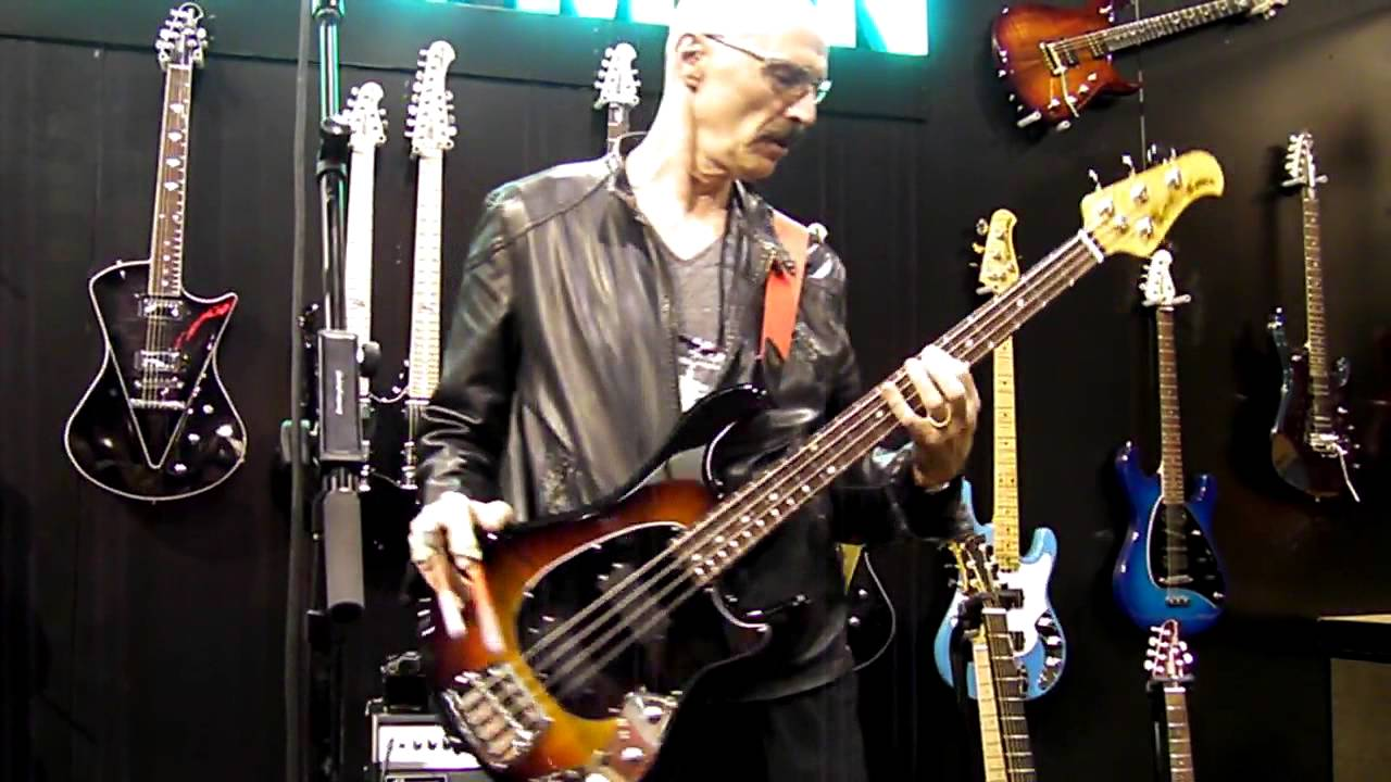 Tony Levin demonstrates his funk fingers - YouTube