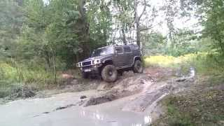 Jeep Wrangler and Hummer H2 offroad in mud