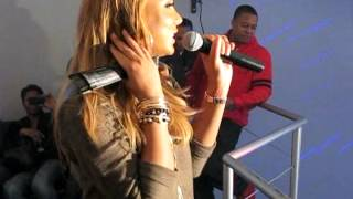 Tamar Braxton Performs