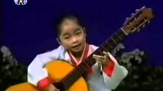 Thiếu nhi Triều Tiên đàn guitar (2)