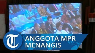 Anggota MPR f-PDIP Asal Papua Barat Menangis di Sidang Paripurna MPR