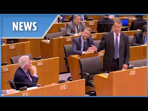 "Nigel Farage slams ""worst deal in history"" to Michel Barnier's face"