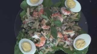 Вкусный салат с креветками. Приготовлено в Таиланде.