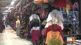 EEUU   Turistas visitan mercado de artesanias TN23 1836 010415