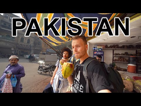 WALKING STREETS OF PAKISTAN 🇵🇰 (not what you think)