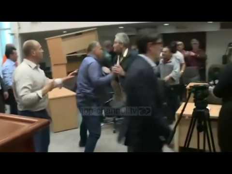 Situata në Maqedoni, Mogherini e Hahn dënojnë ashpër dhunën - Top Channel Albania - News - Lajme