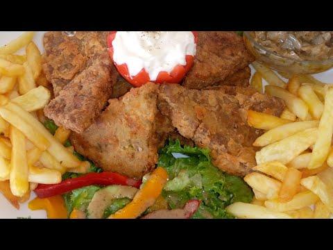 poisson-pané-mayonnaise-sauce-oignons-crudités-frite