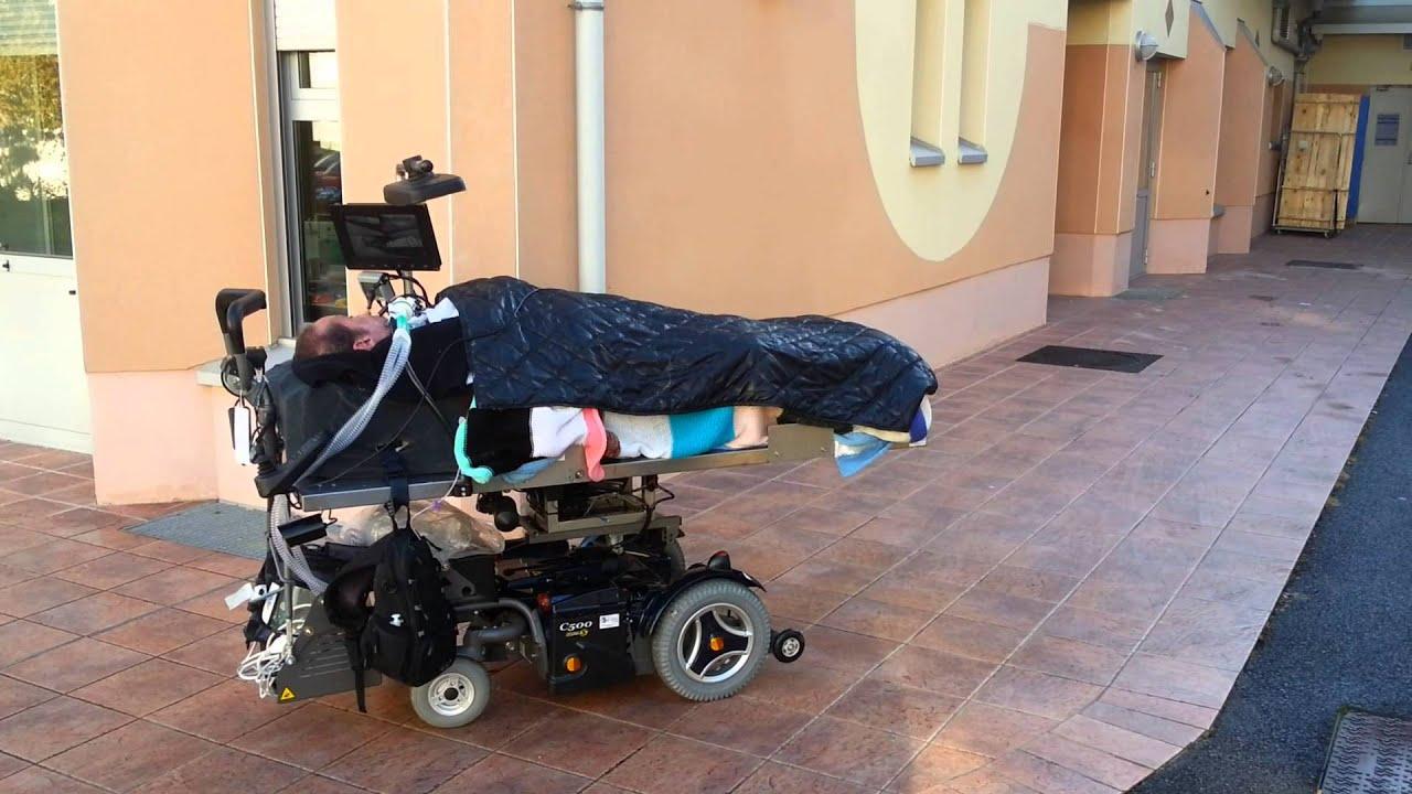 fauteuil roulant electrique couche sur mesure 2 youtube. Black Bedroom Furniture Sets. Home Design Ideas