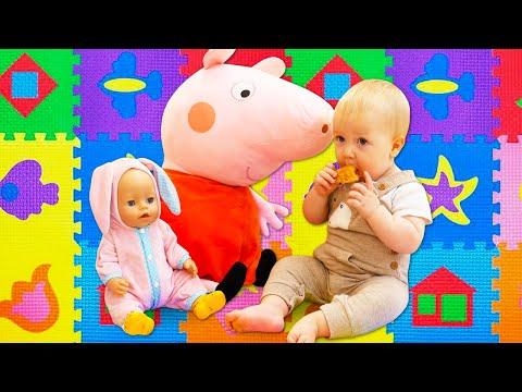 Беби Бон и Карл играют на ковре. Видео для девочек с Пеппой