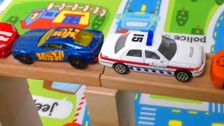 TOY CARS CRASH INTO THE BRIDGE WITH 4 CARS