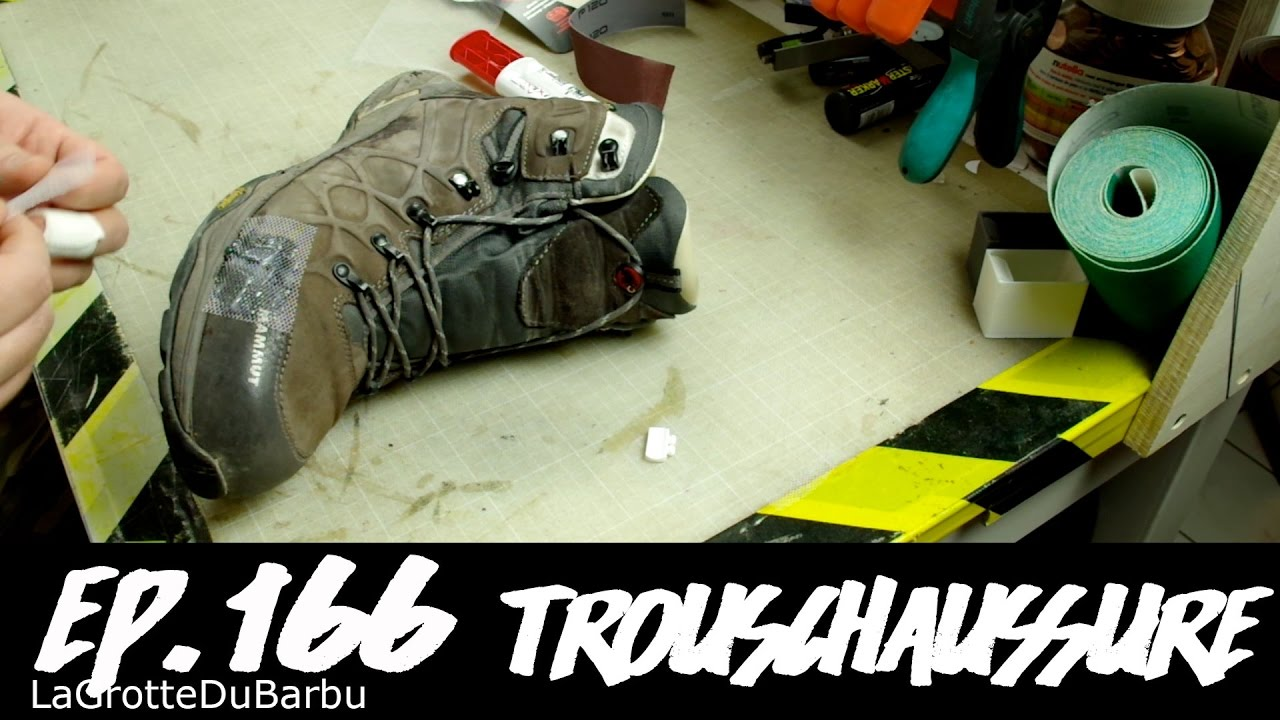 Réparation d'une chaussure avec de la colle epoxy et du tule Ep166 TrousChaussure