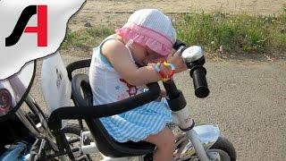 Ребенок катается на велосипеде. Прогулка на велосипеде. Ребенок после прогулки.(В этом видео наш маленький ребенок катается на велосипеде. Наша прогулка на велосипеде незаметно для нас..., 2015-04-25T11:59:27.000Z)