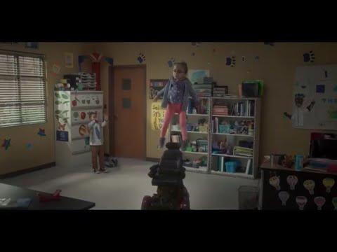 Raising Dion 1x8 - Dion Makes Esperanza Fly