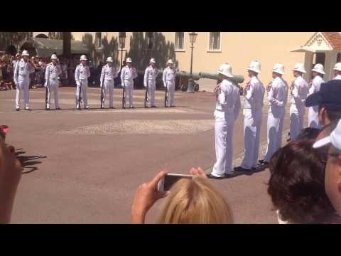 Торжественная смена караула в Монако