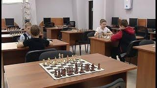 В Нижневартовске слепых детей обучают шахматам