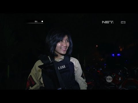 Dihampiri Polisi Cantik, Pria-pria Komunitas Honda CBR Asyik Modus
