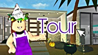 ROBLOX: TOUR BY MY HOUSE and DECORATING IT FOR HALLOWEEN!! (The BLOXBURG)