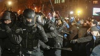 Митингующие бьют Беркут Киев 19.01.2014