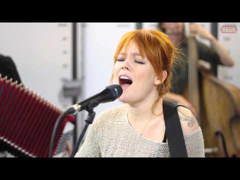 Anna Puu - Kolme pientä sanaa (Live @ Nova Stage)
