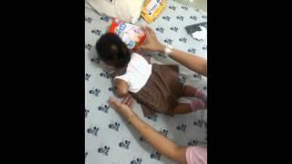 Cara tengkurapkan bayi