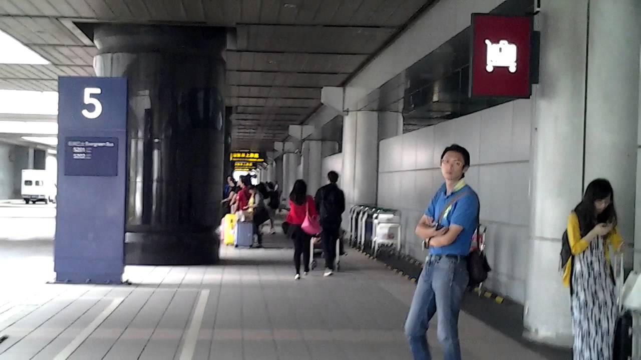 桃園機場第二航廈客運車站 - YouTube